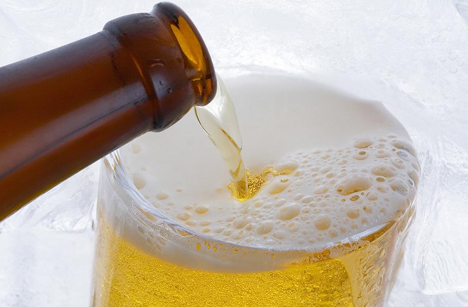ジョッキに入ったビールのイメージ画像